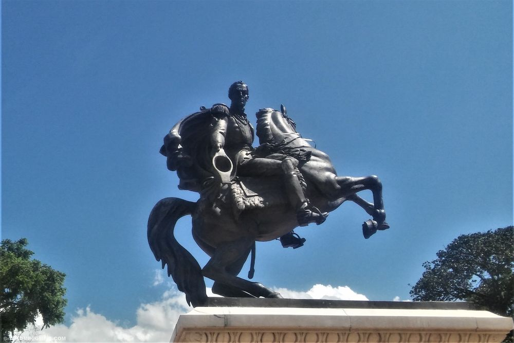 Photo in Cityscape #outdoors #statue #equestrian statue #city #cityphoyography #square