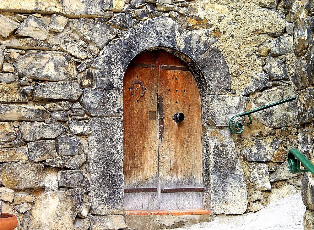 Photo in Street Photography #porte #door #bois #wood #pierre #jeanfrancoisollivier