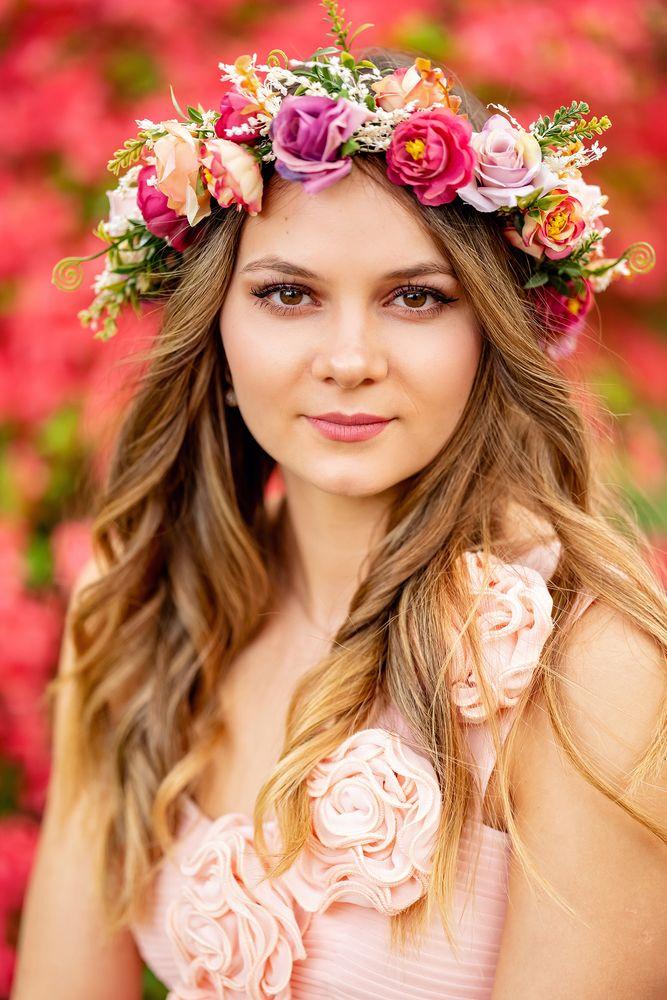 Photo in Portrait #portrait #model #girl #outdoor #blumenkranz #haarkranz #frühling #spring #springtime