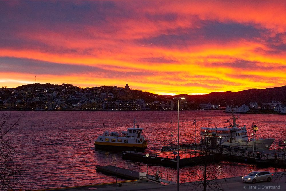 Photo in Cityscape #sunrise #colourful #harbour #sky #morning #boats