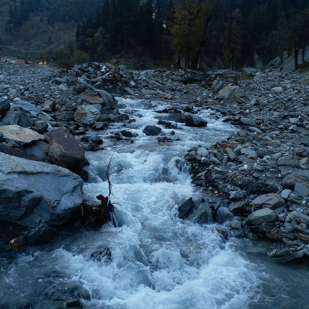 Photo in Nature #nature #river #nofilter #river #landscape #india #himalayas #travel #trek #himachalpradesh #rock #mobilephotography #landscape #peace #forest #evening