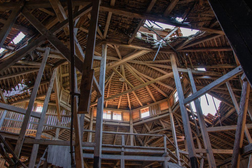 Photo in Interior #sweden #summer #old #barn #lada #history #historia #abandonedbarn #urbex #rurex #öde #övergivetsverige #övergivet