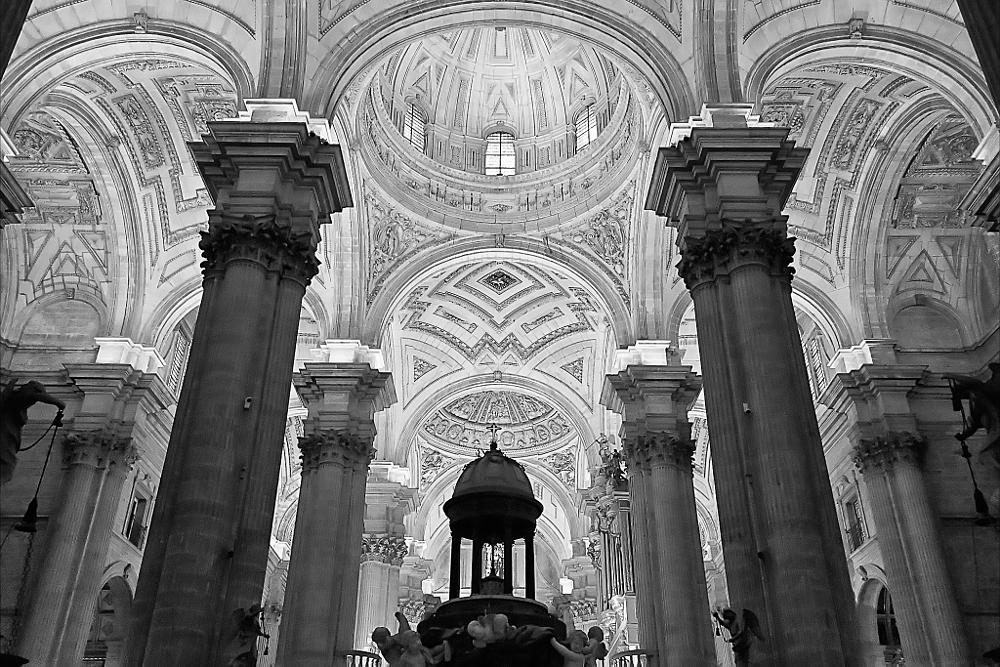 Photo in Black and White #catedral #jaen #blanco y negro #cupula #dome #columnas #altar #andalucia #andalusia