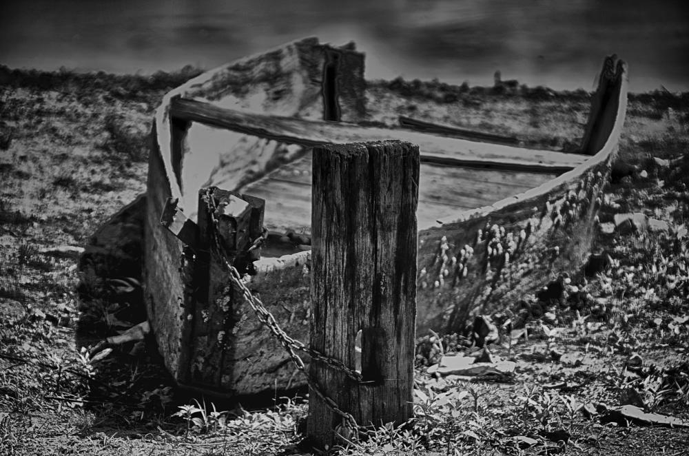 Photo in Black and White #barco #boat #abandonado