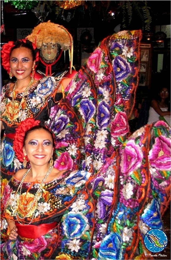 Photo in Travel #vestidos #típicos. #dress #tradition #chiapas #mexico #women