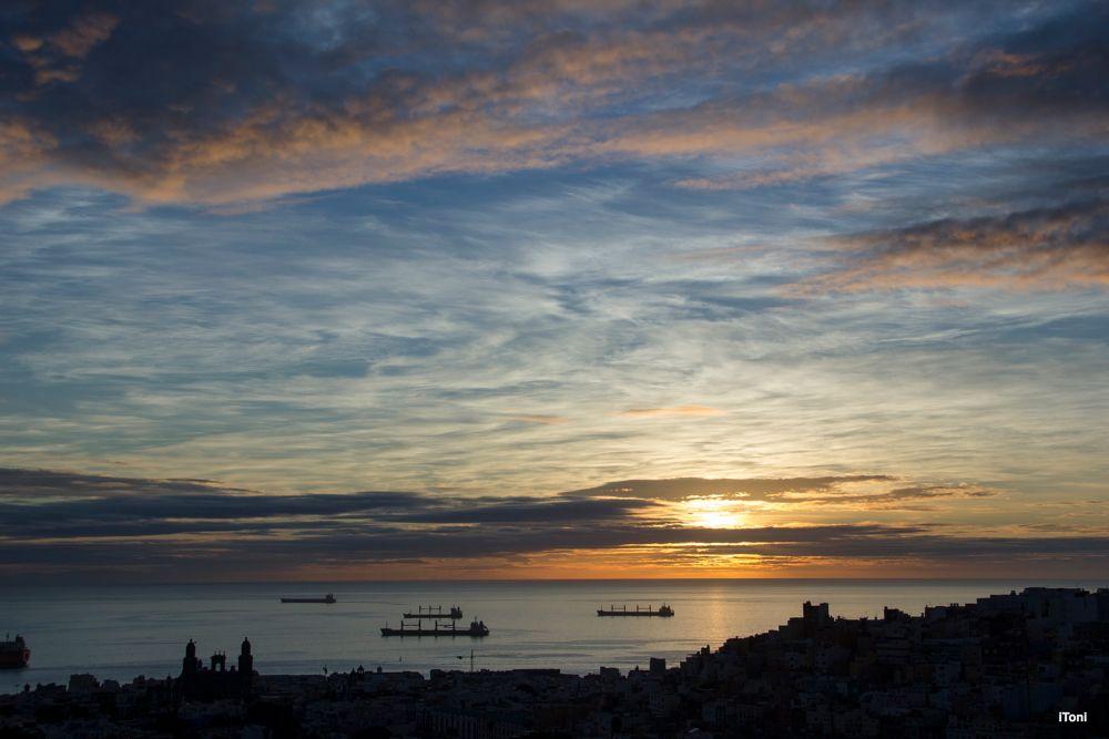 Photo in Landscape #horizonte #amanecer #nubes #mar