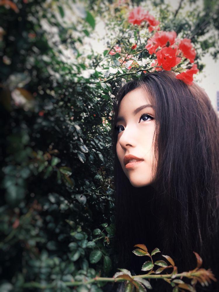 Photo in Portrait #rain #rose #garden #girl #face #ny #city #urban #nyc #new  york #manhattan #sun #light #nature #tree #bokeh #nikon #people #portrait