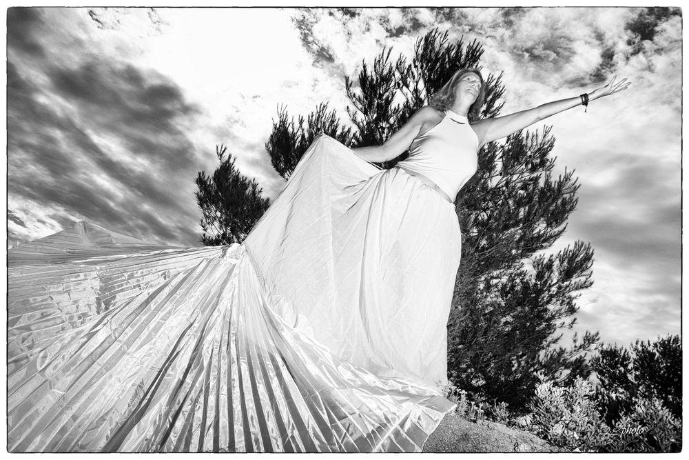 Photo in Random with model Lilloue Artiste #nature #noiretblanc #photart #art #modele #artistique #urban #fashion #paysage #nuage #blanc #pureté