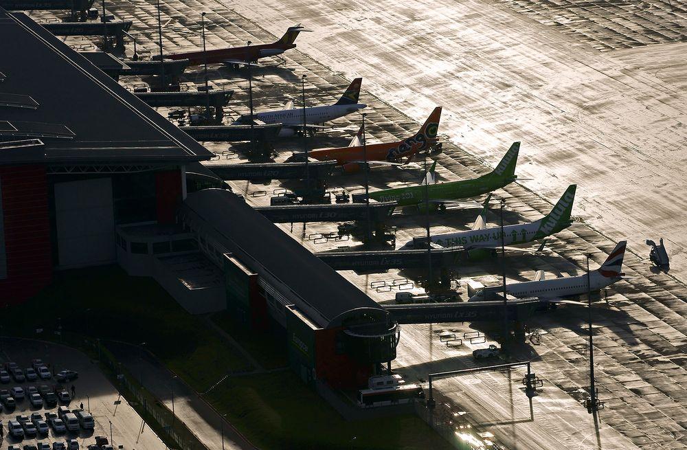 Photo in Random #www.airserv.co.za #airserv #aerial #aerial pohoto #king shaka airport #ksia #fale #airliner #aeroplanes #jet airplane #passengers #bnoarding #boarding ramp