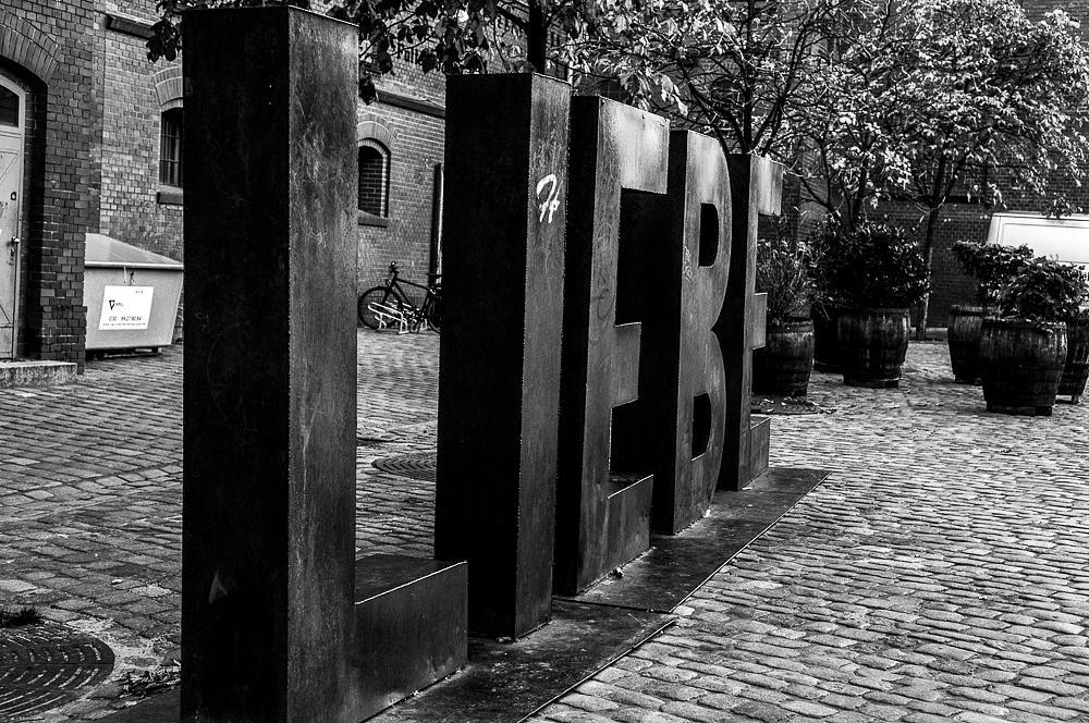 Photo in Street Photography #berlin #love #liebe #sculpture #steel #metal #rvmfoto.dk #streetcontest