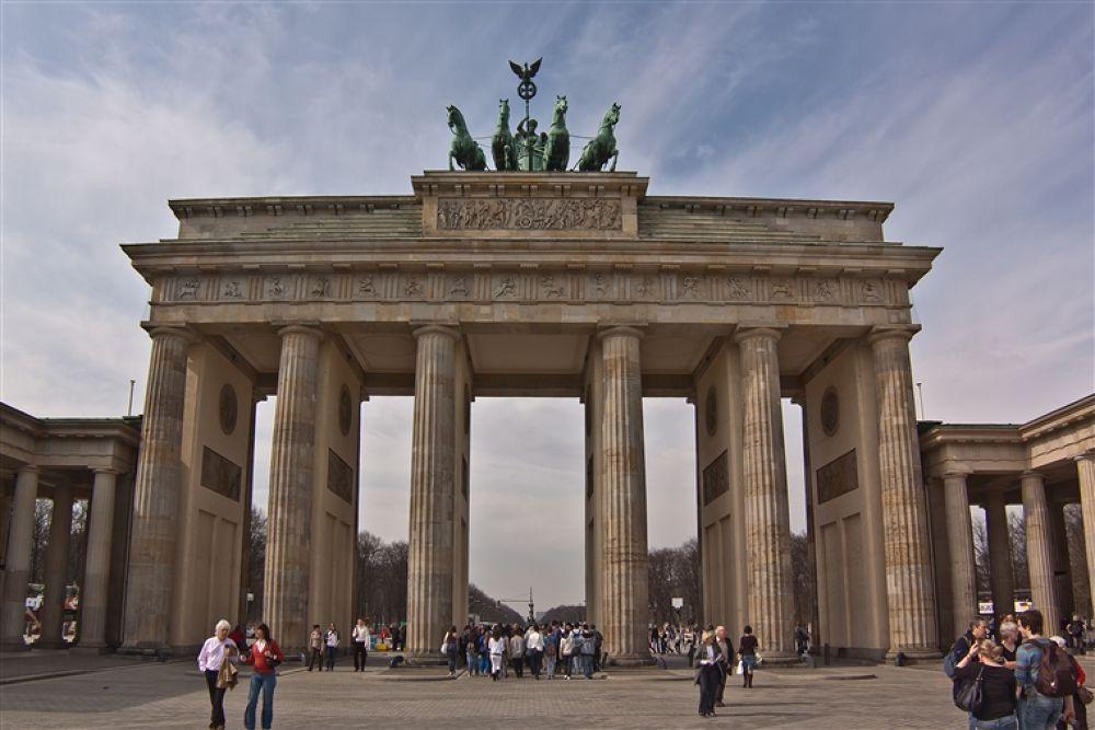 Photo in Random #branderburg #tor #free2rec #berlin