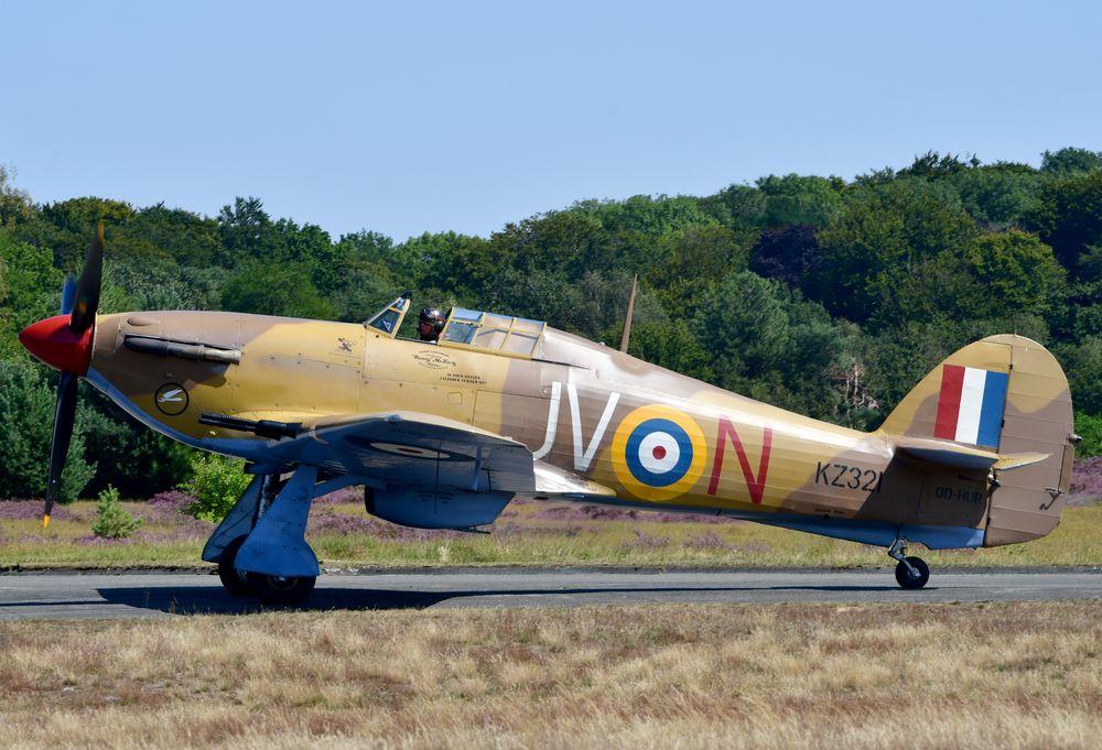 KZ321 JV-N  r [OO-HUR]  Hurricane Mk.4 RAF 6Sqn Zoersel 1003