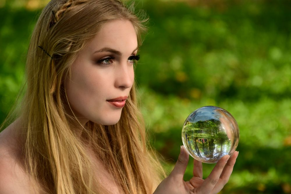 Photo in Portrait with model Deidre Chaigneau #woman #female #girl #crystal ball #elfia #elfia 2018 #haarzuilens #nederland #people #portrait #cosplay #costume #fantasy #nikon #2018