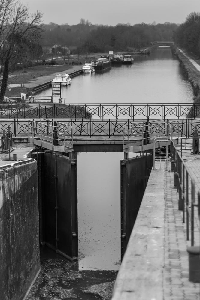 Photo in Black and White #canal #door #river #open #road #gate #pont #loire #guétin #allier #bec