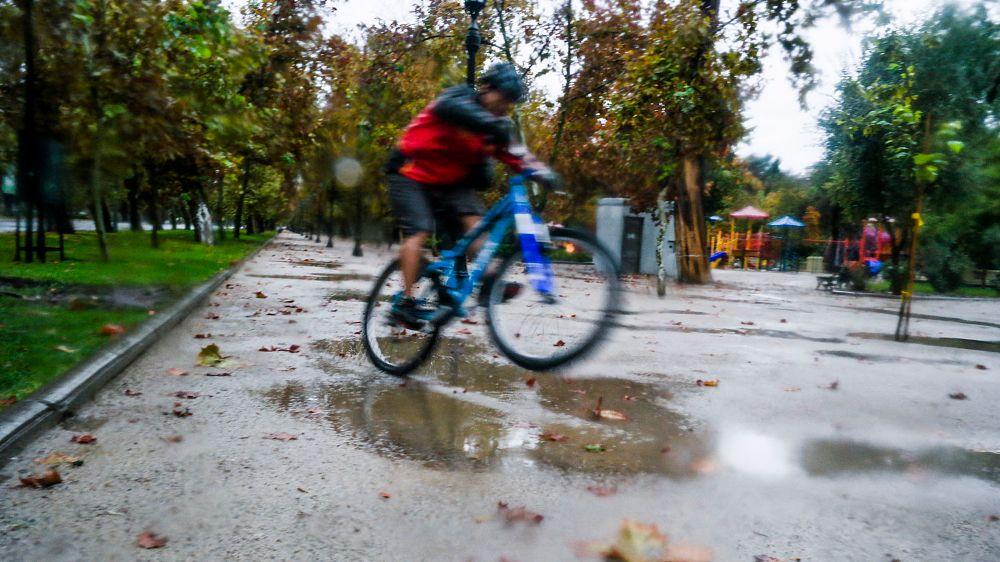 Photo in Cityscape #bike #ride #rain #lluvia #bicicleta