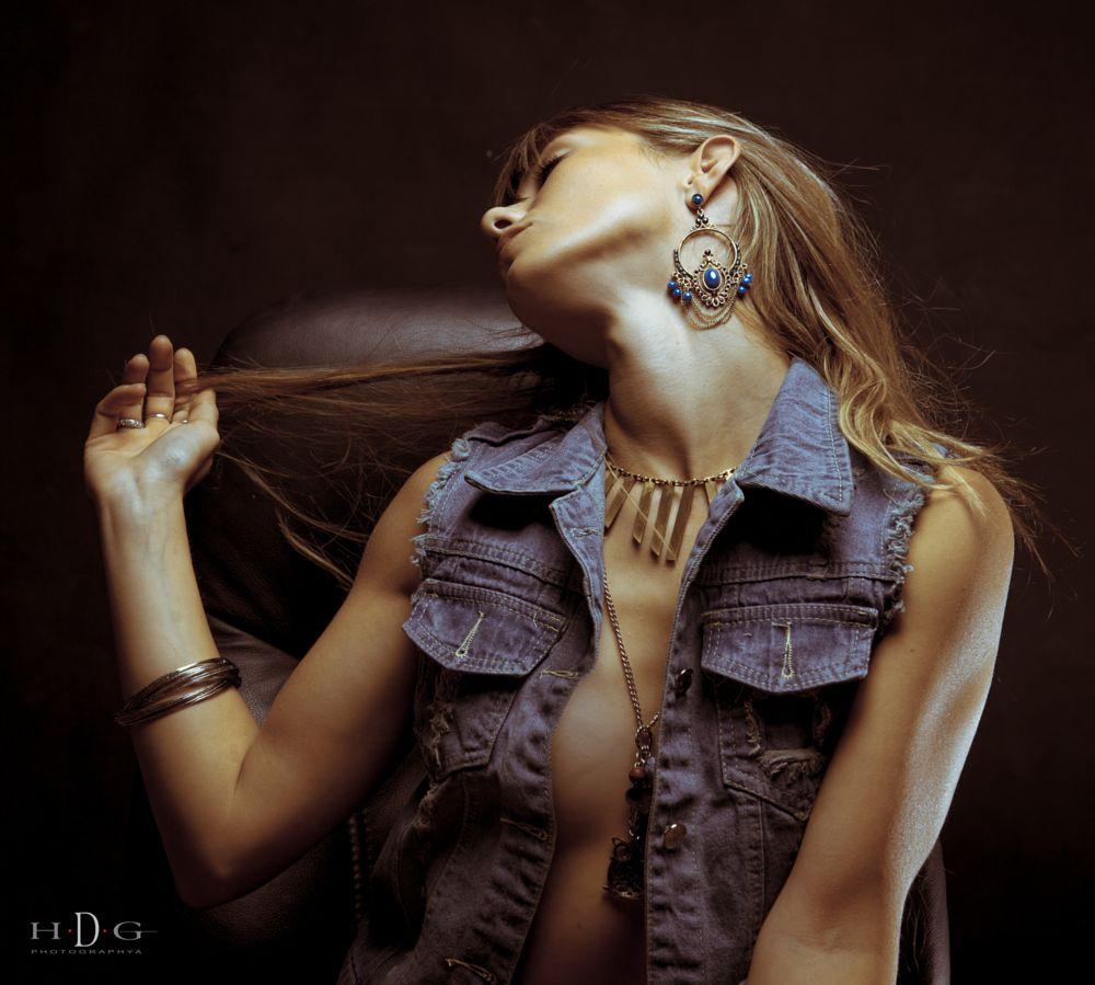 Photo in Portrait #virginie #couleur #shooting #studio #reflex urain #didier guilleux #hdgphotographia.com #couleurcarré #bijoux #france #var