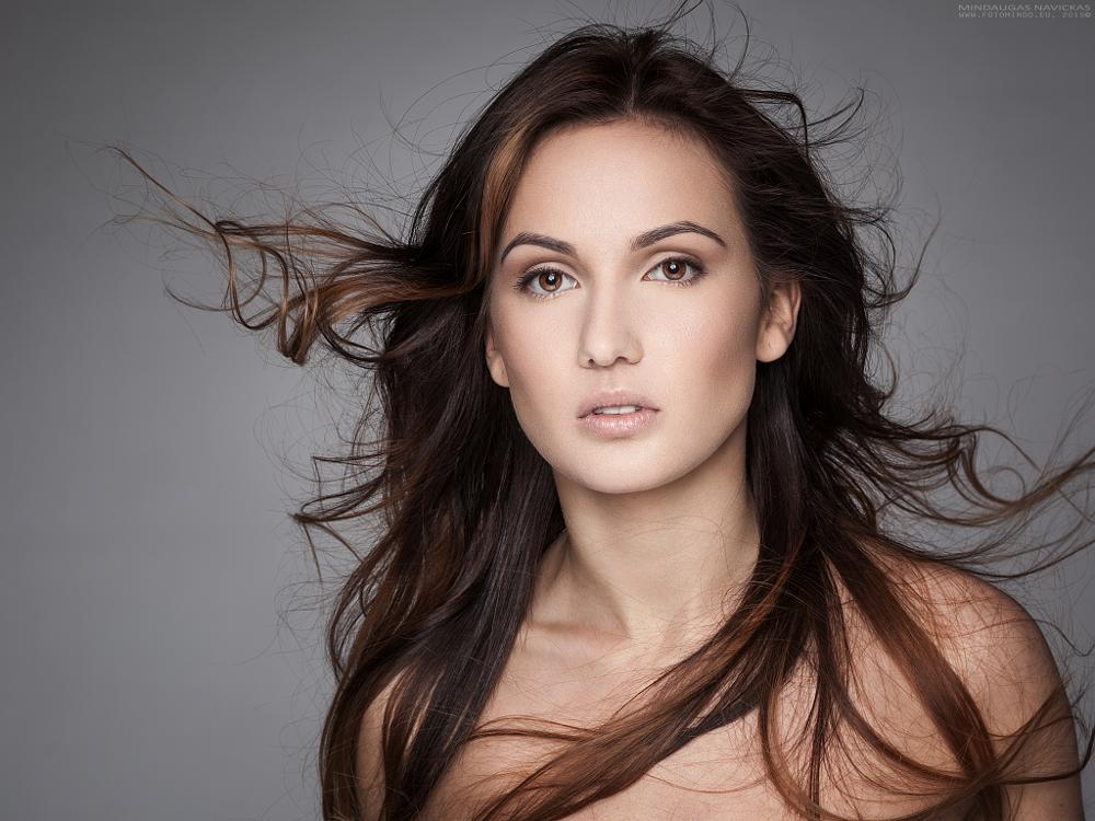 Photo in Portrait #woman #portrait #beauty #wind #hairs #strobe #studio #mindaugas navickas #fotomindo.eu