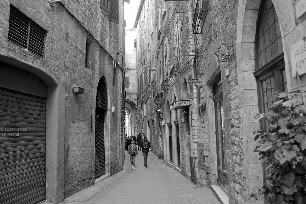 Photo in Black and White #street #rua #perugia #italia #italy #monochrome #bnw #p&b