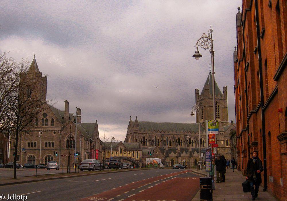 Photo in Cityscape #ciudades #capitales #monumentos #arquitectura #calles #nubes #cielos #grises #patrimonio