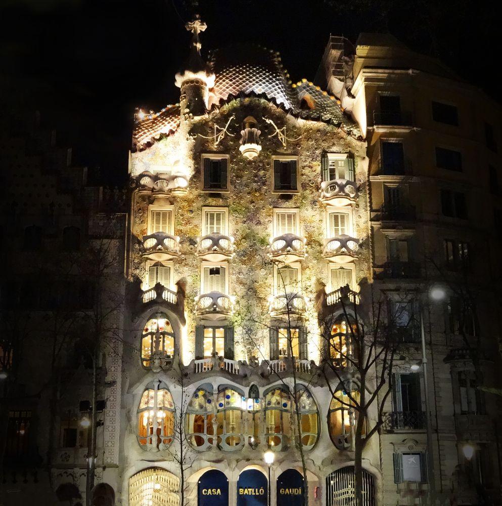 Photo in Urban #noche #gaudí #barcelona #casa #arqutectura
