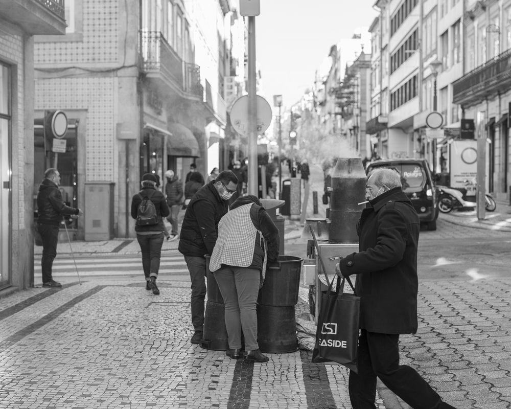 Photo in Random #black #white #blackandwhite #bnw #oporto #portugal #streetphotography #canonportugal #sigmaportugal