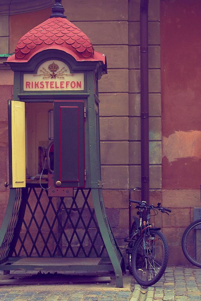 Photo in Urban #phone #booth #street #stockholm #bibycle #parallel #cabine telefônica #rua #estocolmo #bicicleta #paralelos