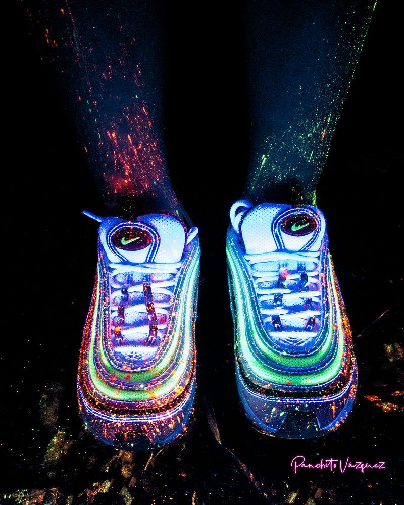 Photo in Fashion #luz negra #blacklight