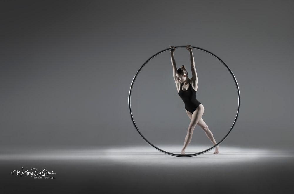 Photo in Fine Art #momentum #cyrring #artist #artistic #circus #variete #varietytheater #theater #dygerlach #wgfotowelt