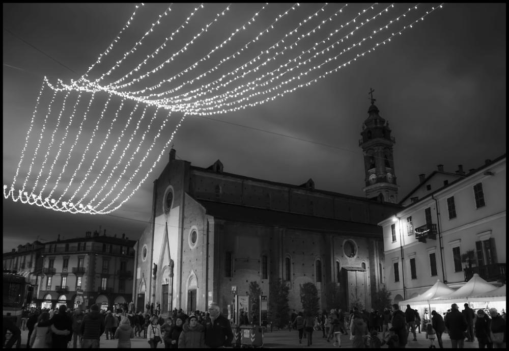 Photo in Architecture #xmas #lights #night #b/w