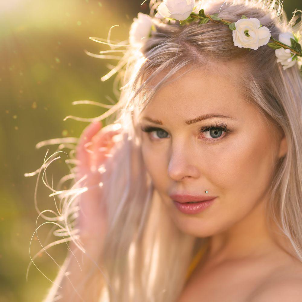 Photo in Portrait with model Laura Marken #portrait #model #female #woman #blonde #summer #dof #beauty #eyes