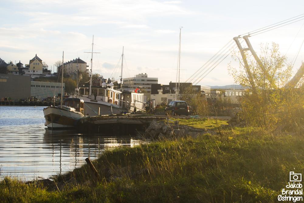 Photo in Sea and Sand #sun #boat #boats #car #symmetry #ocean #water #grass #skarbøvik #ålesund #aalesund