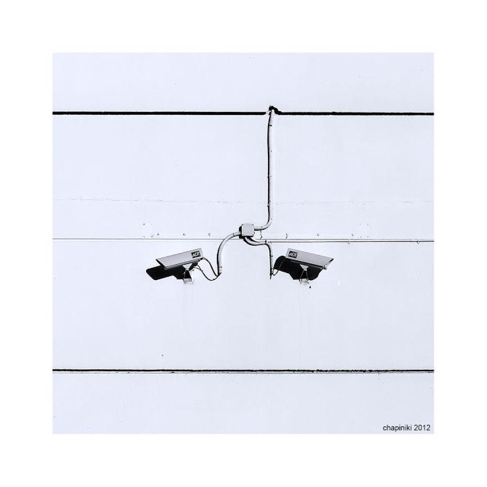 Photo in Black and White #look #see #spy #espiar #camera #camara #mirar #ver #seguridad #security #big brother #1984 #sombra #shadow