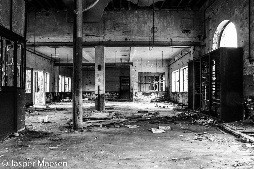 Photo in Black and White #urbex #belgium #ruines #black&white
