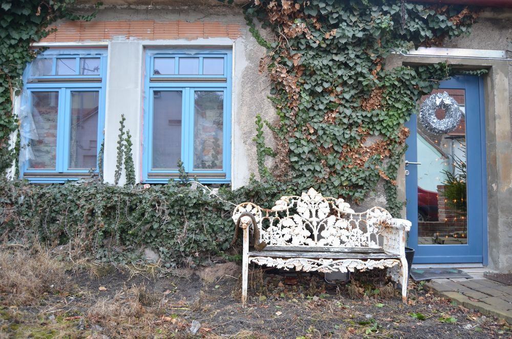 Photo in Architecture #kladno #pod průhonem #bench #romantica #house #nikon #architecture #nature #ivy