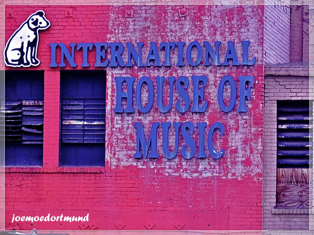 Photo in Street Photography #streetphotography #facade #losangeles #music #houseofmusic