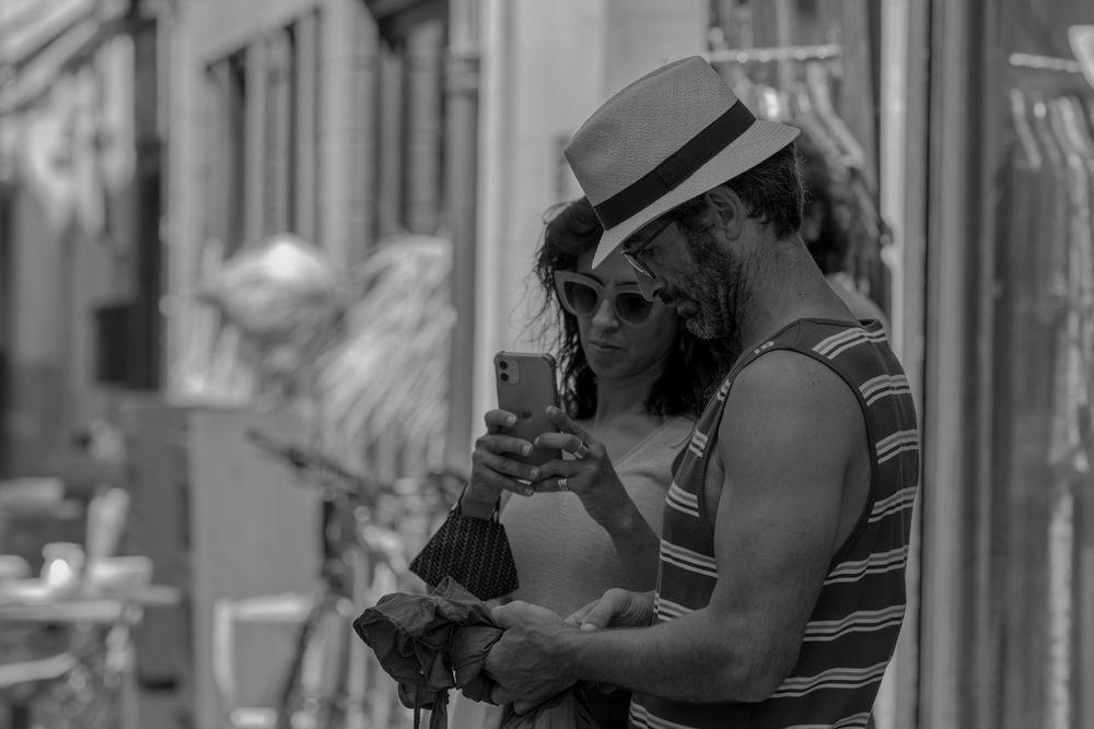 Photo in Random #blanco y negro #urbana #turistas