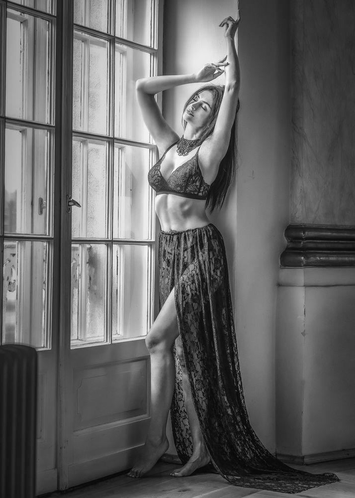 Photo in Black and White with model Wioleta Budnik-Juhlke #castle #poznan #poland #woman #photoshooting #female #beauty #happy #black and white #dessous #elegant #fashion #dionysius photography