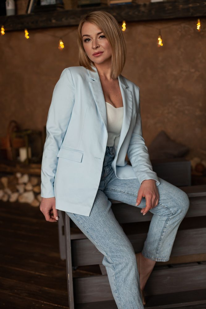 Photo in Random #модель #блондинка #мама #красотка #деловой стиль #тёплое фото #best pic #portrait #woman #mum #blond