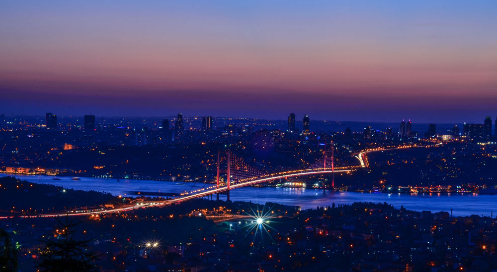 Photo in Cityscape #i̇stanbul #çamlıca #boğazköprüsü #boğaz köprüsü #çamlıca tepesi #turkey