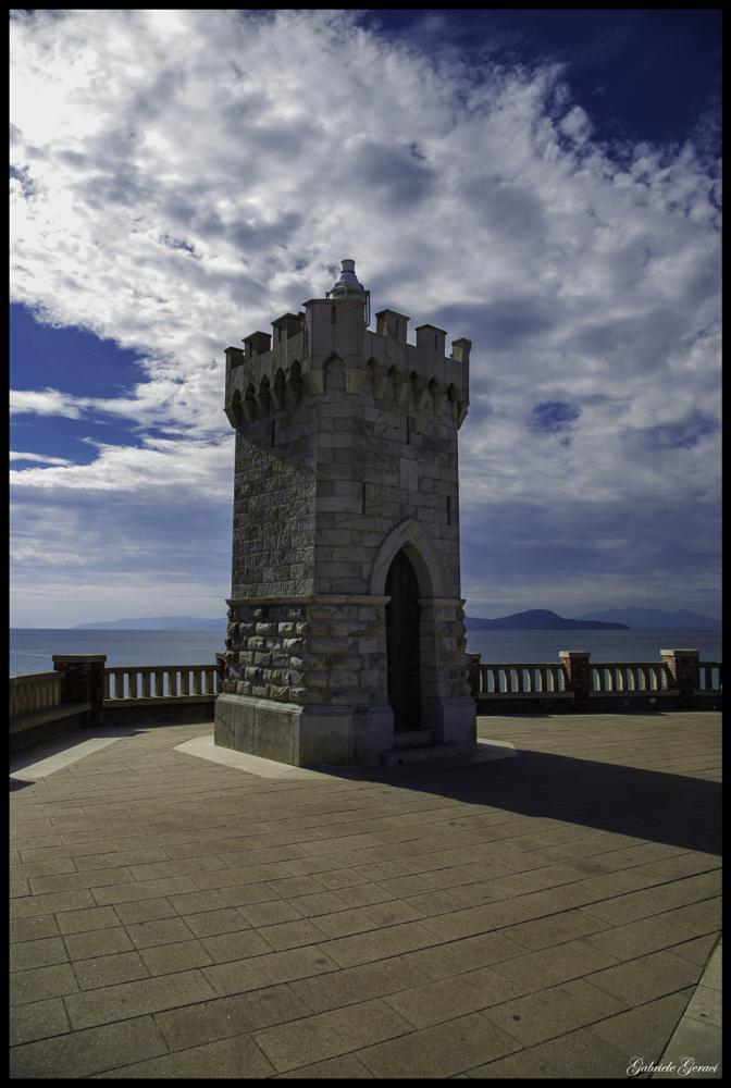 Photo in Architecture #torre #colori #mare #faro