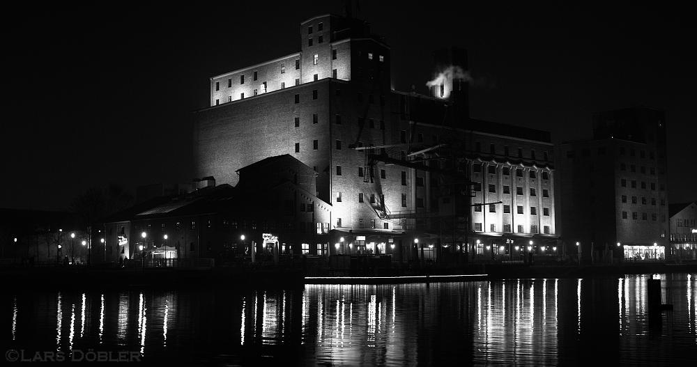 Photo in Architecture #german #europe #nrw #duisburg #city #innenhafen #inner harbour #night #nacht