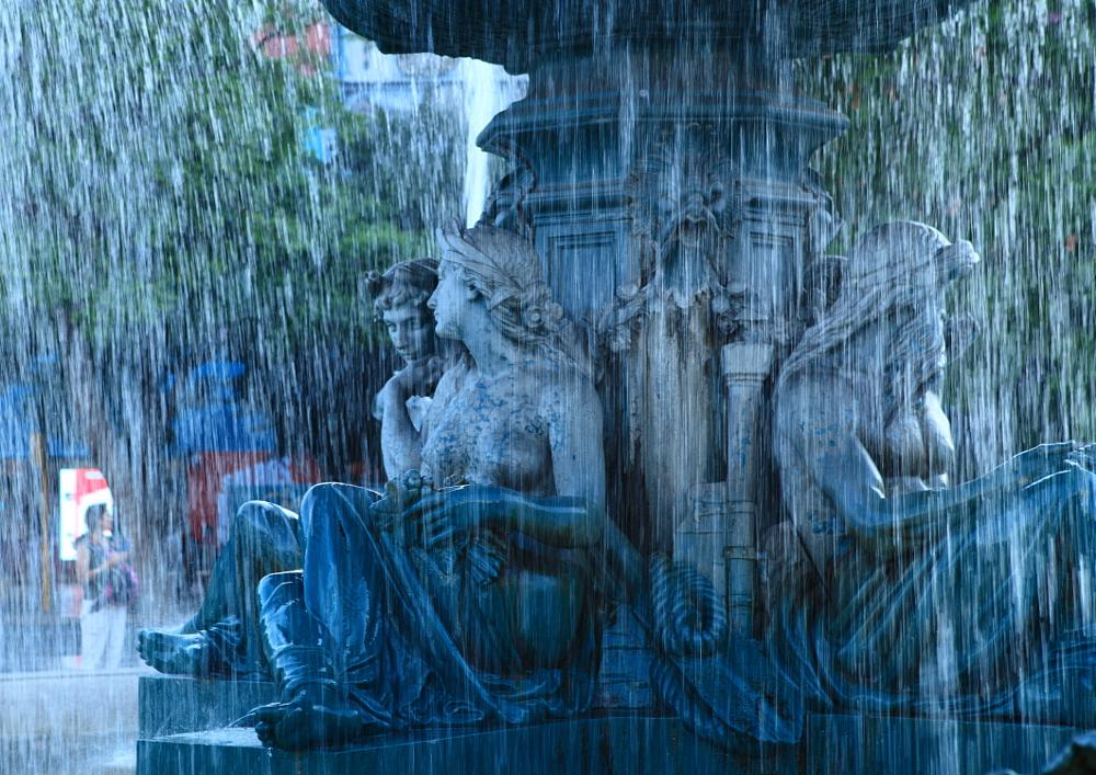 Photo in Cityscape #lisbon #statue #waterfall
