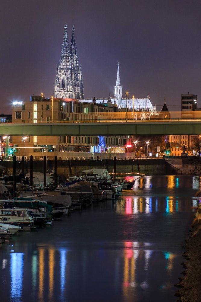 Photo in Cityscape #cologne #köln #cathedral #dom #night #nacht #lichter #lights #dark #mood #city #bright #water #harbor #zollhafen #wasser #reflexion #spiegelung #canon #85mm #architecture