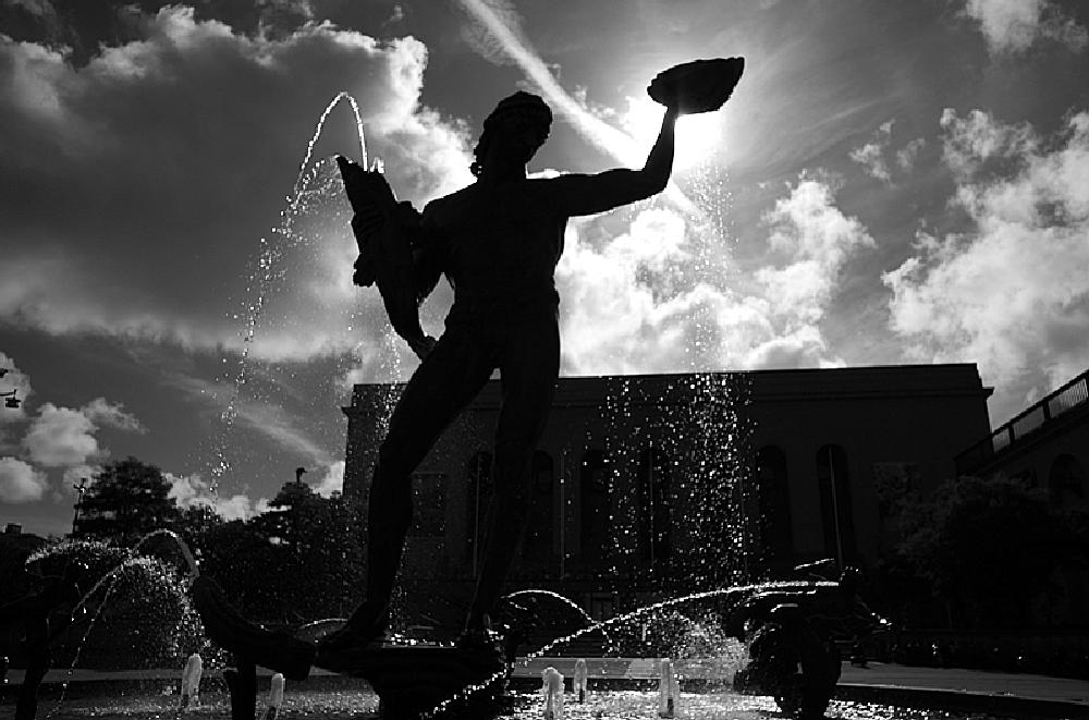 Photo in Black and White #museum #statue #fountain