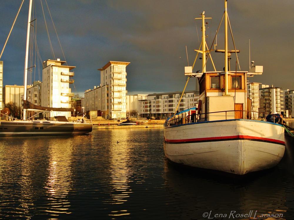 Photo in Cityscape #fishingboat #rainyweather #harbour #city of helsingborg