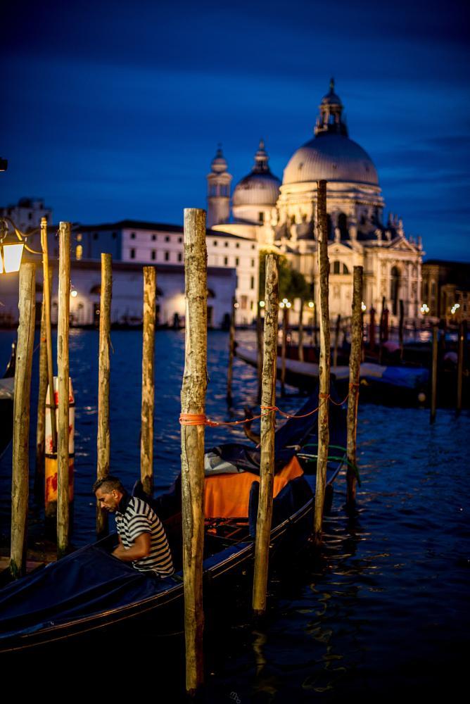 Photo in Travel #venice #gondolier #gondola #italy #photography #travel #travelphotography #night