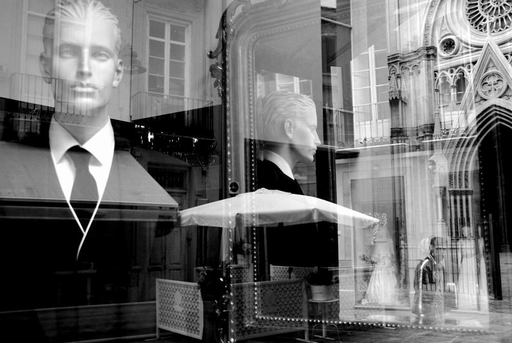 Photo in Street Photography #suit #street #bw #black white #reflection #mirror #glass #malaga #wedding #black #b&w