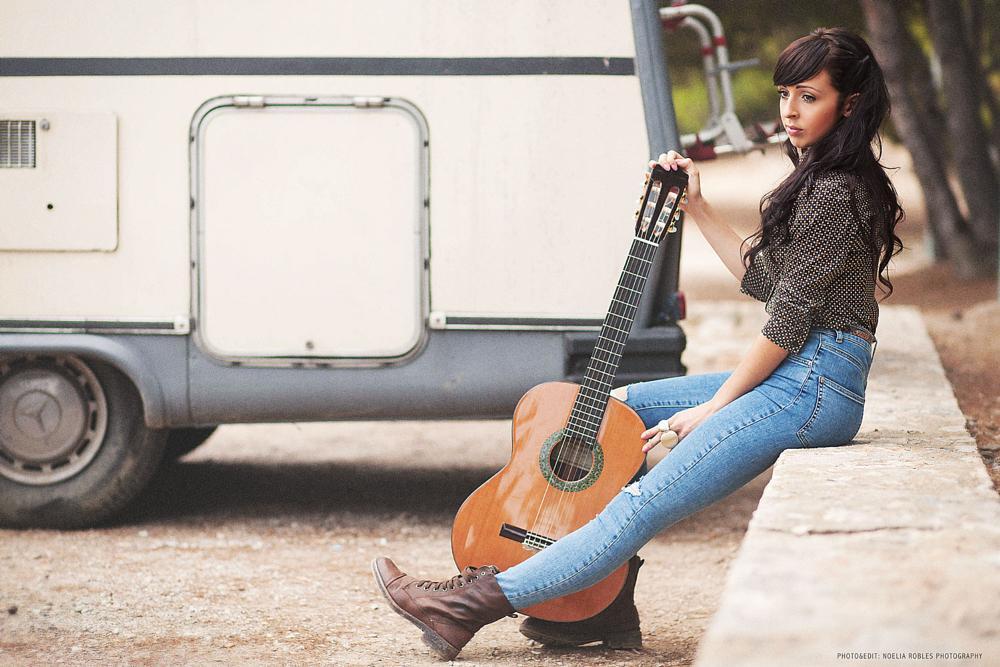 Photo in Portrait #portrait #girl #woman #natural light #music #guitar #mirada #emotion #reflection #eyes #beauty #belleza #nature #exterior #caravan #canon #noeliaroblesphotography #spain