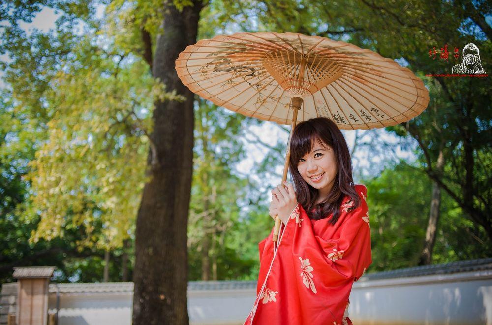 Photo in Random #日本 #和服 #美眉 #楓葉 #紙傘 #嘉義 #攝影 #拍照