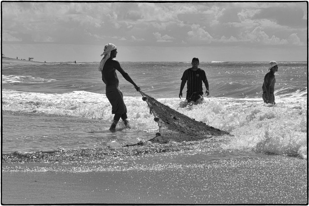 Photo in Black and White #beach #net #fishermen #sea #sand #wave #foam #scintillation #black and white #fred matos